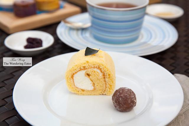 Okinawa lemon scented Swiss cake roll, chocolate