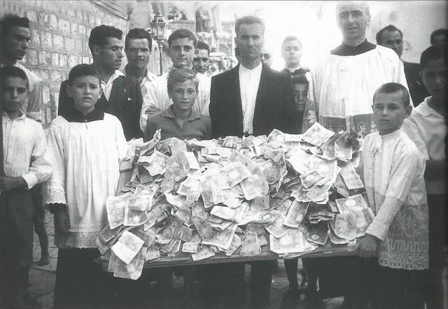 Casamassima-Un banco antico di offerte raccolte per San Rocco a Casamassima