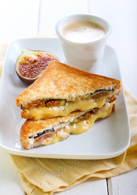 Cheese and fresh fig grilled sandwiches