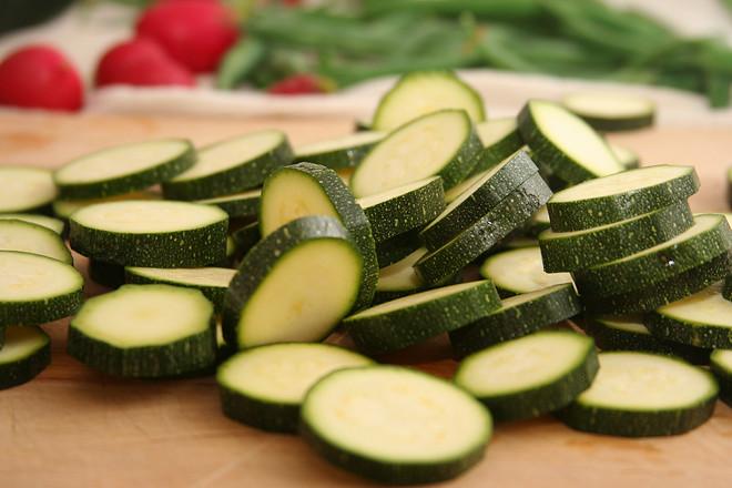 zucchini ricotta crostini 4