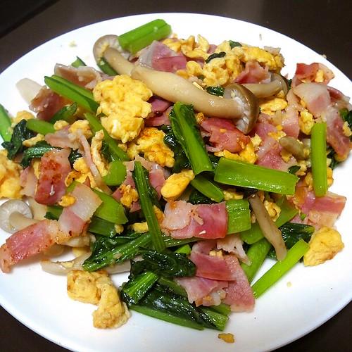 小松菜ベーコンと卵のマヨネーズ炒め!