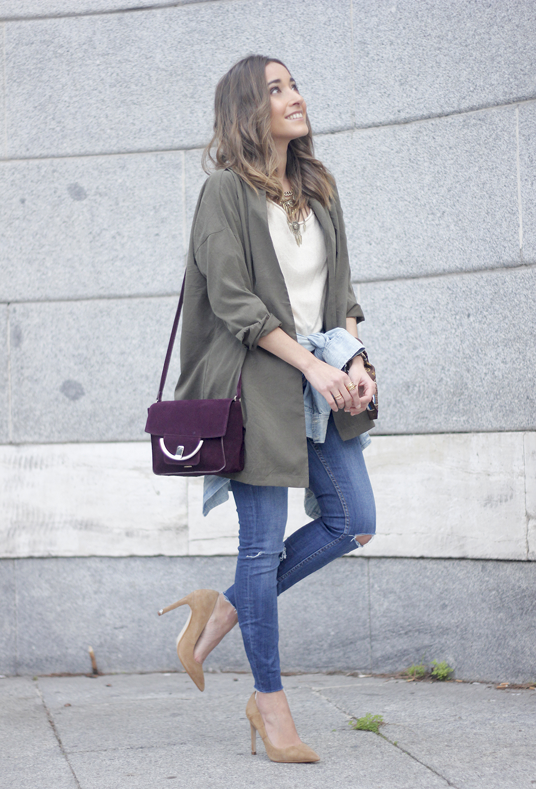 army green shirt jeans nude heels uterqüe purse outfit05