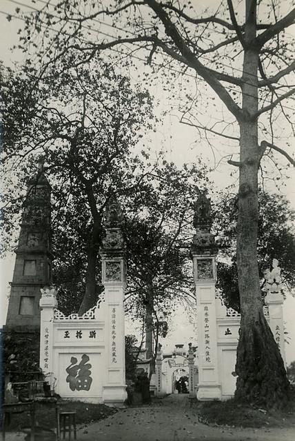 Indochine - Hanoï Vers 1905-10 - Entrée de la pagode de l'Ile de Jade