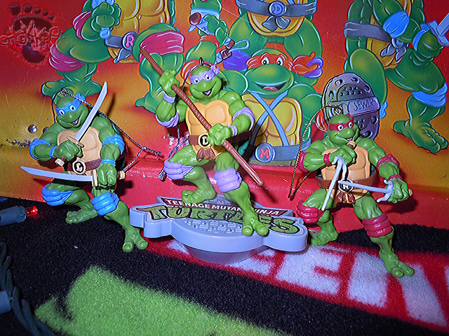 "AMERICAN GREETINGS, Heirloom Ornament Collection :: TEENAGE MUTANT NINJA TURTLES - ""DONATELLO"" MUSICAL Ornament ix / .. with AG RAPH '12 & LEO '13 Ornaments (( 2015 ))"