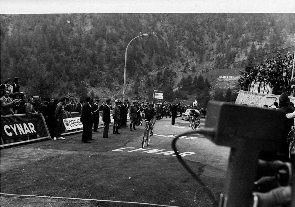 Giro d'Italia 1966 tappa n. 2 (Imperia-Monesi di Triora) vinta dallo spagnolo Jimenez. Nella foto Gianni Motta (Molteni), secondo classificato - FOTO INVIATA DAL SIG. FRANCO DEMORO