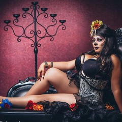 With all of the ghouls and goblins flying around, no better time for some beautiful dia de la muertos with lovely cosplayer @ivydoomkitty  This is a throwback shot from a special shoot for her Patreon customers, which includes this exclusive print! Check