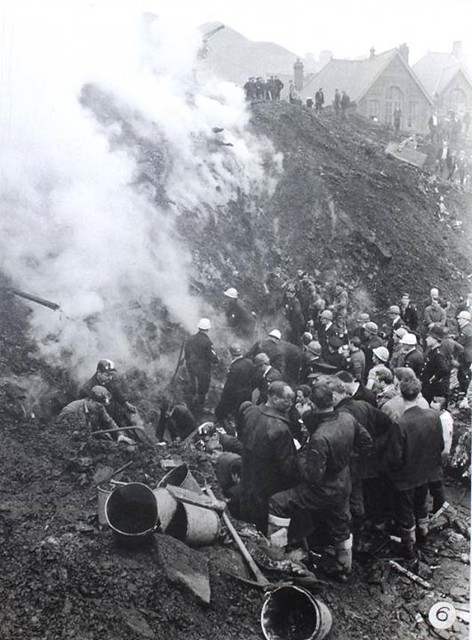 #Rescue workers digging amongst steam, slurry and rubble during the Aberfan disaster, 1966, [632x856] #history #retro #vintage #dh #HistoryPorn http://ift.tt/2h46b6q