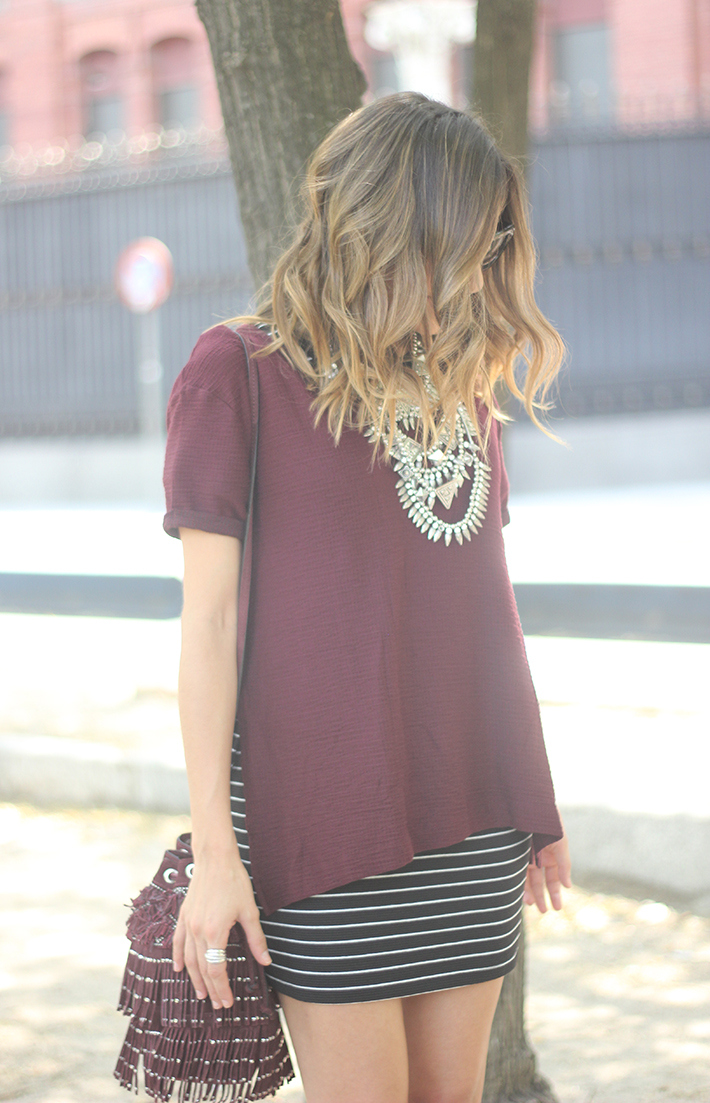 Striped Skirt With Burgundy T-shirt And Fringed Bag Summer Outfit18