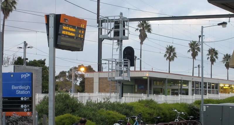 Bentleigh station automated signage