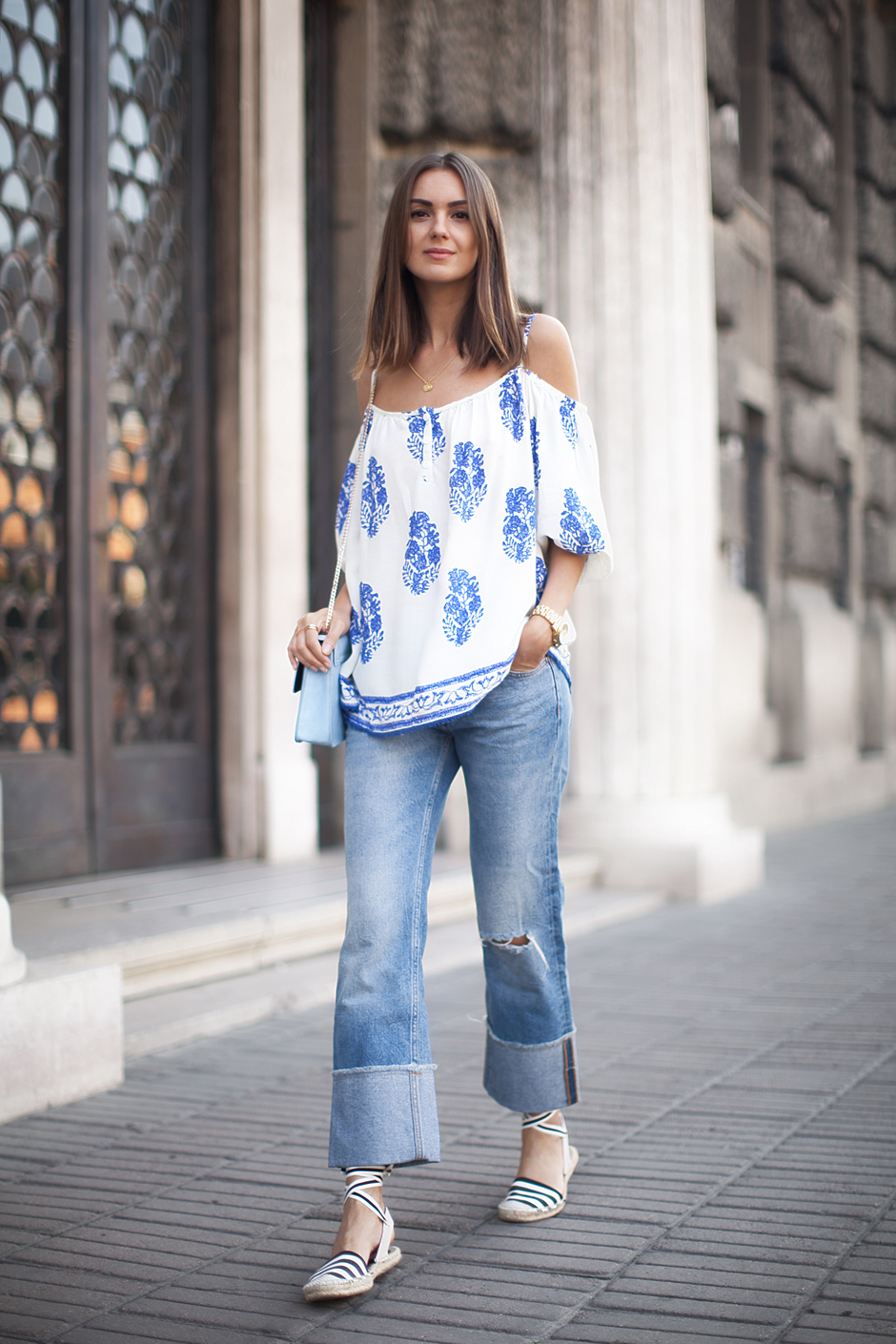 flared-denim-summer-outfits-street-style