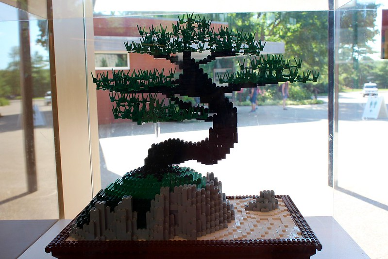 Bonsai: 9,143 LEGO bricks and 90 build hours