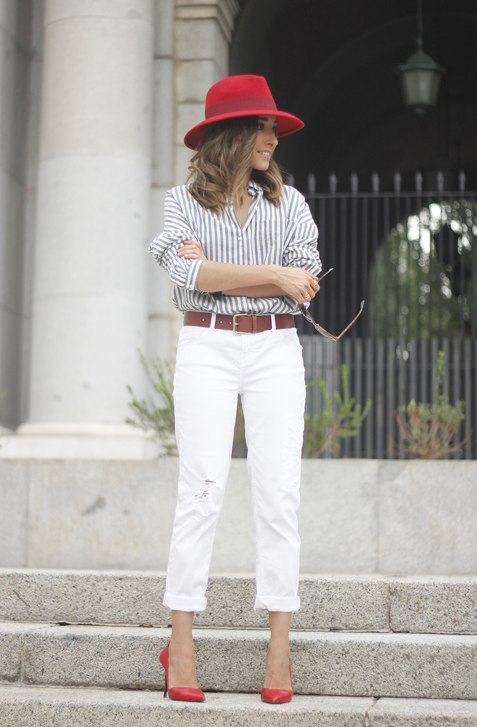 http://www.besugarandspice.com/2015/09/red-hat-red-shoes.html/