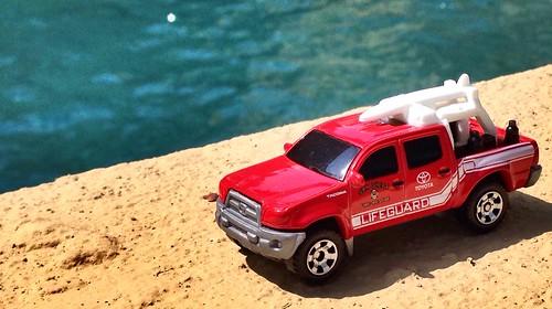 Matchbox 2015 - Toyota Tacoma San Diego Lifeguard