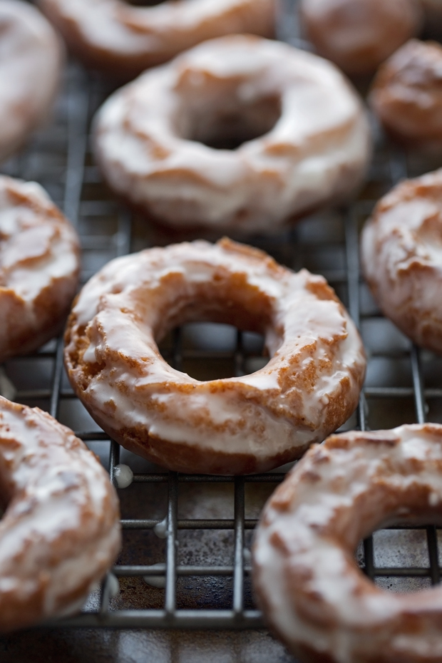 Pumpkin Old-Fashioned Doughnuts with Glaze - These are like your bakery style glazed cake donuts but so much better! #sourcreamdonuts #cakedoughnut #doughnut #donut #oldfashioneddoughnut | Littlespicejar.com @littlespicejar
