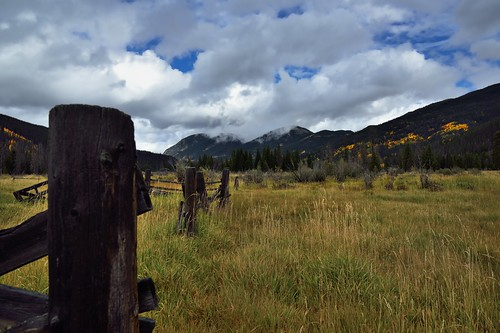 mountains nature colorado unitedstates meadow woodenfence grandlake portfolio aspen day4 rockymountainnationalpark fenceposts fenceline yellowleaves lookingsouth oldfence project365 colorefexpro kawuneechevalley grassymeadow holzwarthhistoricsite mountainsindistance blueskieswithclouds nikond800e mountainsoffindistance valleyofthecoyote capturenx2edited