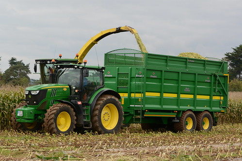 John Deere 7550 SPFH filling a Broughan Engineering Mega HiSpeed Trailer drawn by a John Deere 6170R Tractor