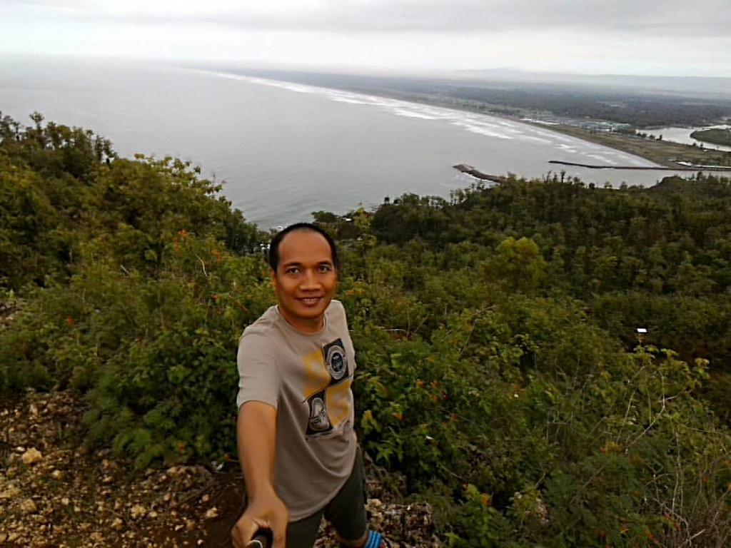 Ayah Beach as seen from the top #selfie  #landscapes  #asus #asuszenfone2  #eksplorejateng