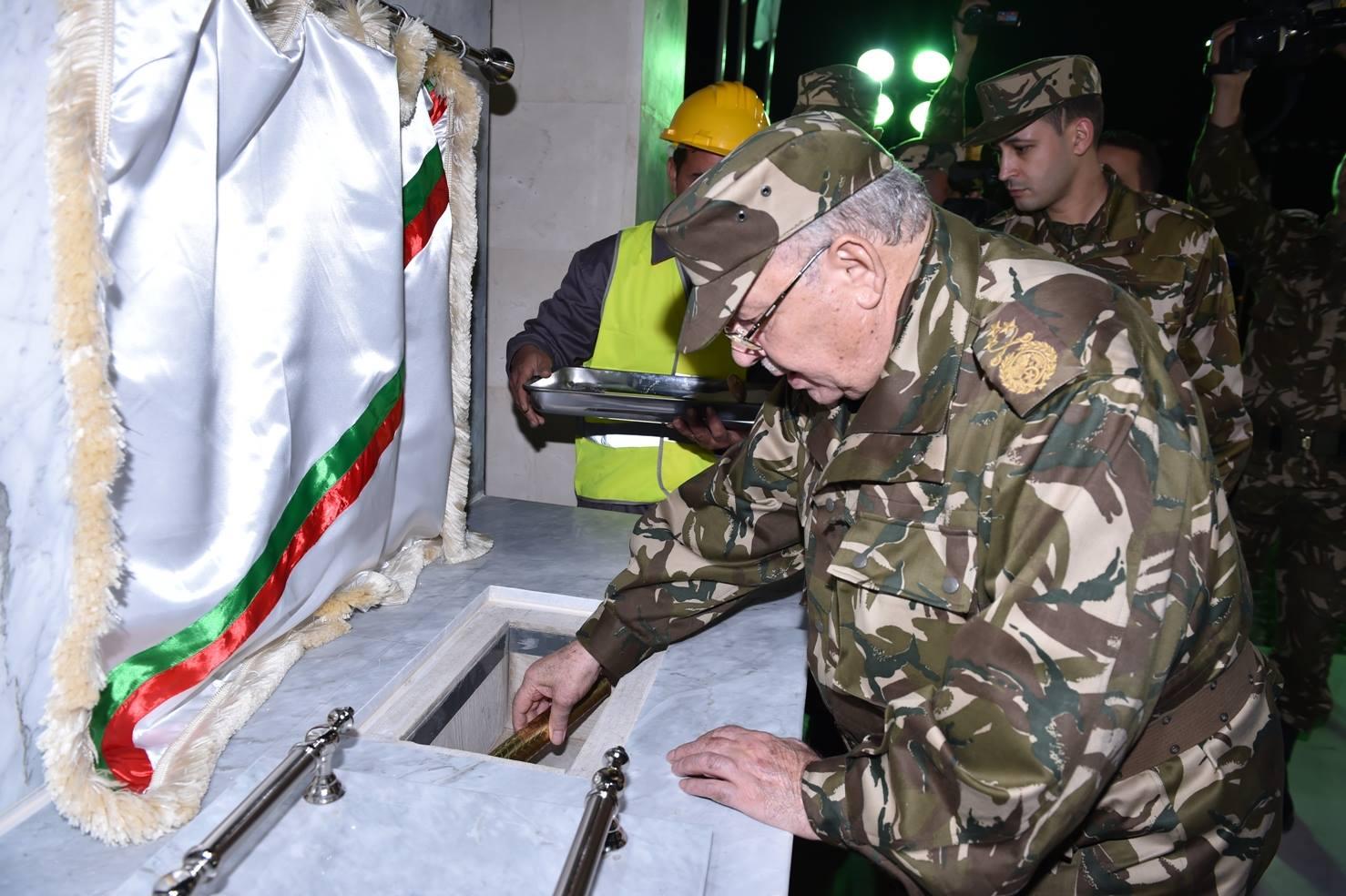 الجزائر : صلاحيات نائب وزير الدفاع الوطني - صفحة 5 30267314204_45e40a7ea3_o