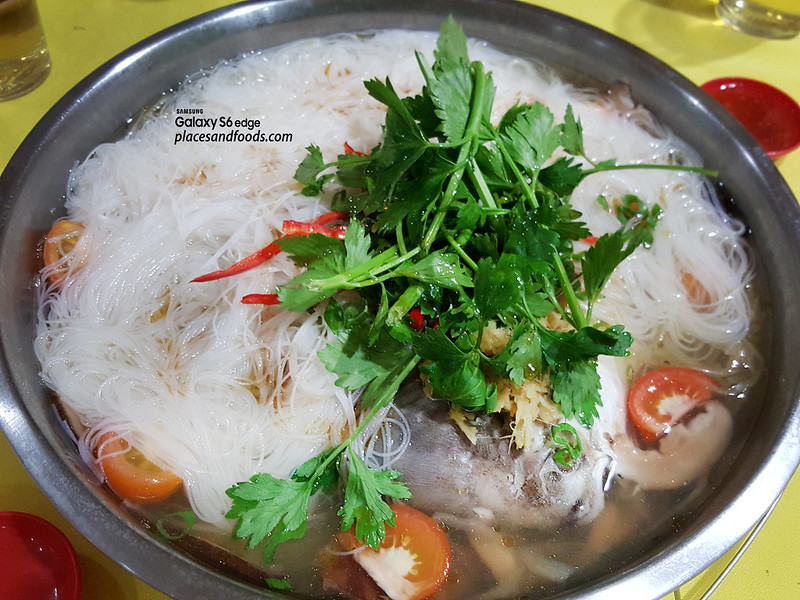 restoran makanan laut boon tat klang mee hoon with promfret