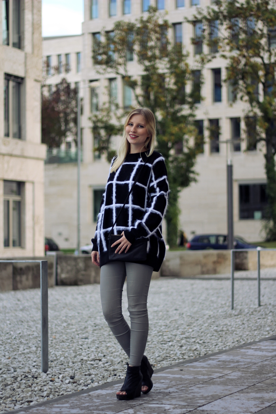 outfit blogger frankfurt uni casual simple chic heels skinny oversized asos zara stories