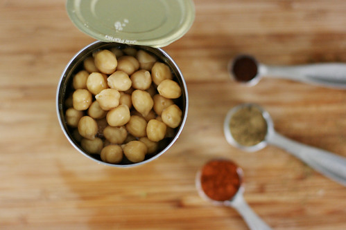 Drained chickpeas and spices