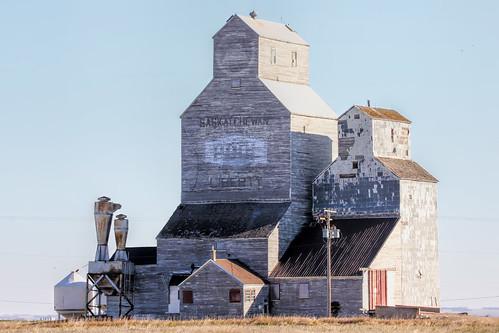old building grain landmark farms crops prairies oldbuilding grainelevator oldelevator