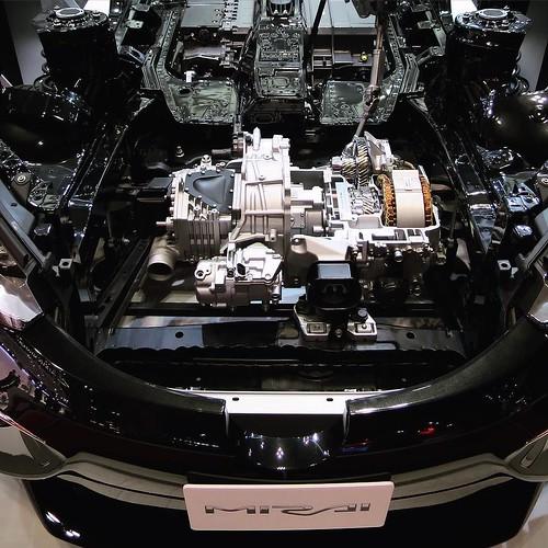 車の中のエンジン。