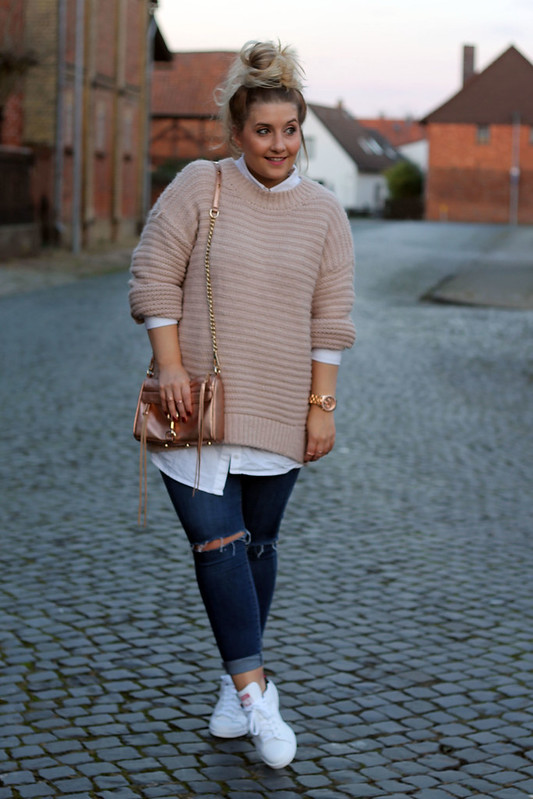 outfit-modeblog-top-look-fashionblog-strickpullover-rosa-topshop-jeans-zalando-sneaker-weiß-stan-smith