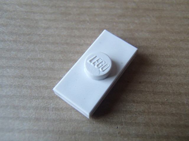LEGO: Jumper plate with closed stud
