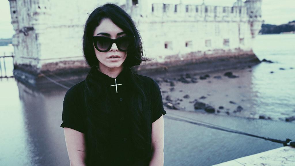 Ванесса Хадженс — Фотосессия для «Find Your California» 2015 – 122