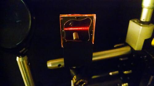 Luz infrarroja convertida en luz roja