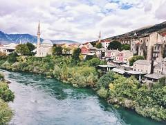 Así se ve #mostar en #bosniayherzegovina desde el puente más famoso de estas tierras.