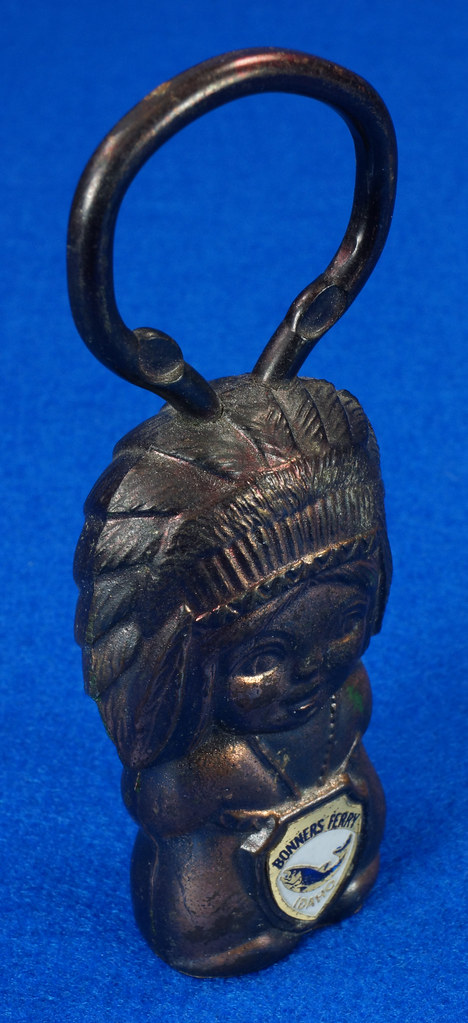 RD15029 Vintage Bottle Opener Native American Indian Bronze Figural Bonners Ferry Idaho Japan DSC06844