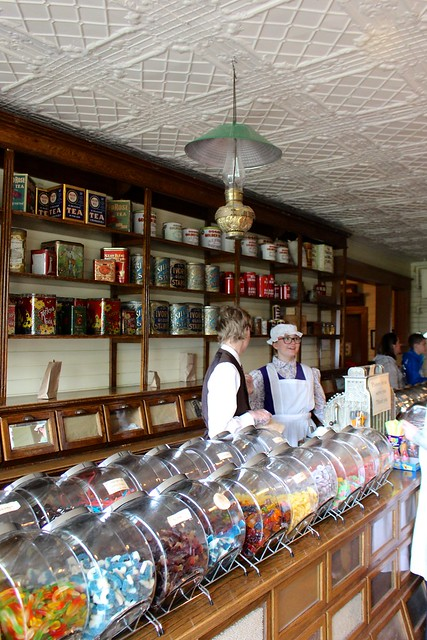 heritage-park-drugstore-candy-shop