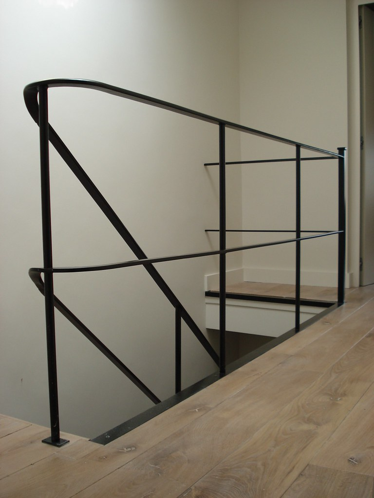 Borstweringen trappen leuningen staal met stijl for Hoogte trapleuning boven trap