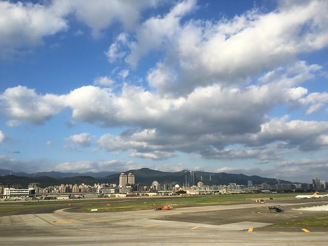 去內湖出外景(XD)回程路上的松山機場