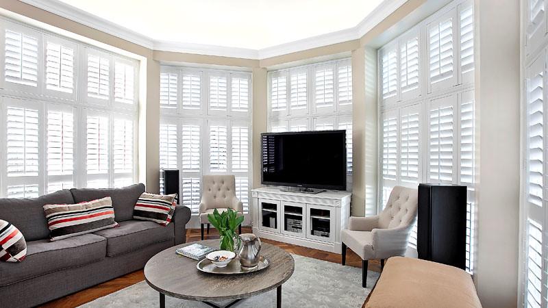 Thay cửa chớp mới mang lại không gian mới cho căn phòng của gia đình bạn.