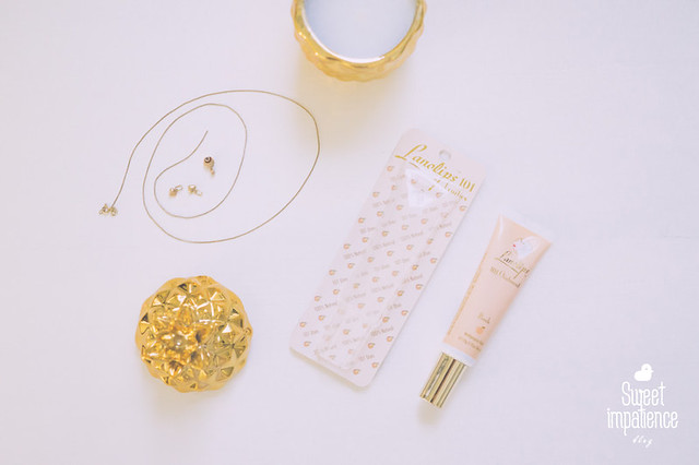 Lanolips - 101 Ointment in peach.