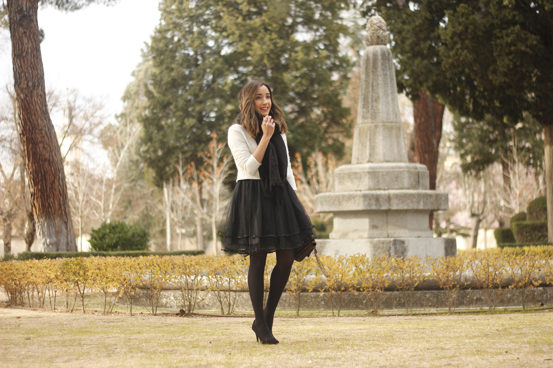black tulle skirt white sweater black scarf outfit heels16