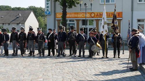 Aufstellung der Preussen vor dem Gedenkturm
