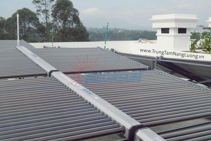 Hệ thống máy nước nóng NLMT Khách sạn Ngọc Phát - Đà Lạt