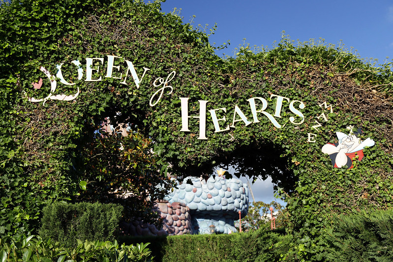 queens-of-heart-garden-alice-in-wonderland-disneyland-paris