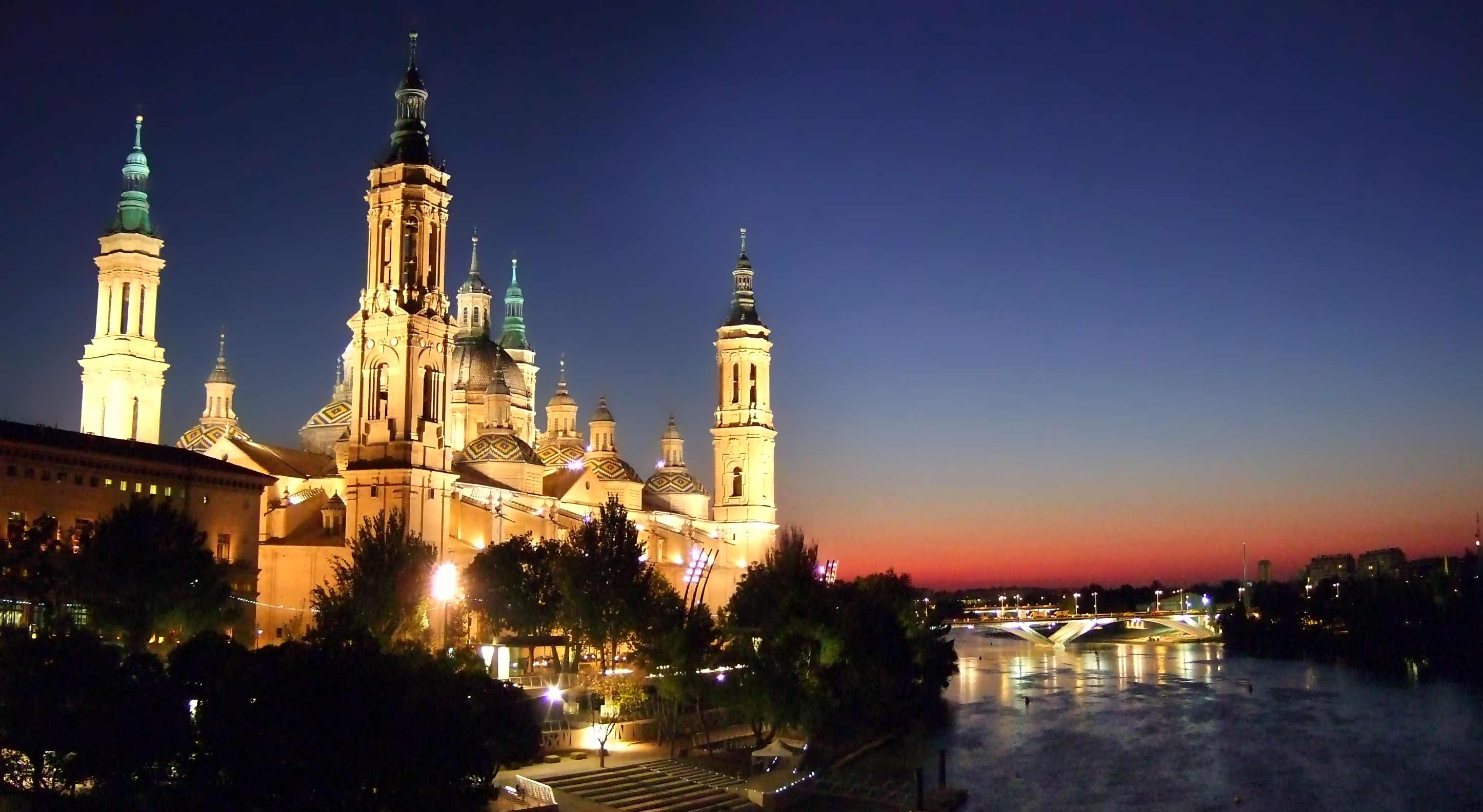 El Pilar desde el río Ebro del 10 al 18 de octubre las fiestas del pilar en zaragoza - 21791082775 399ded1619 o - Del 10 al 18 de octubre las Fiestas del Pilar en Zaragoza
