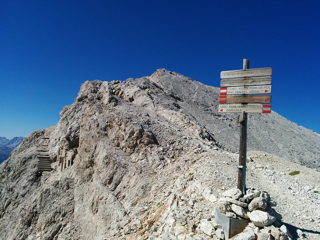 Wegweiser Forcella Grande Ivano Dibona Klettersteig