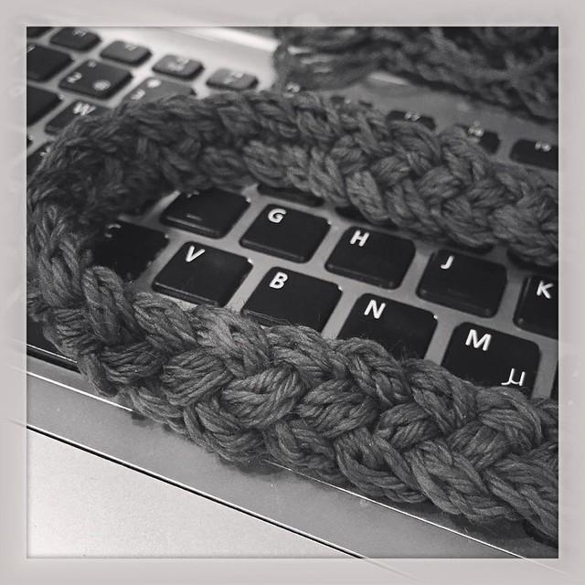 Apparently I can make a braid with four cords... #icord #braid #hyshysjuttuja