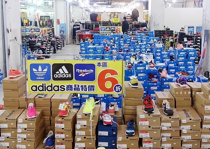 2 台中大墩食衣多品牌聯合特賣會,adidas服飾鞋包3折起、CONVERSE全面5折、愛的世界童裝2折起、牛仔特賣破盤特價、羽絨衣特價、MERRELL、asics、Reebok