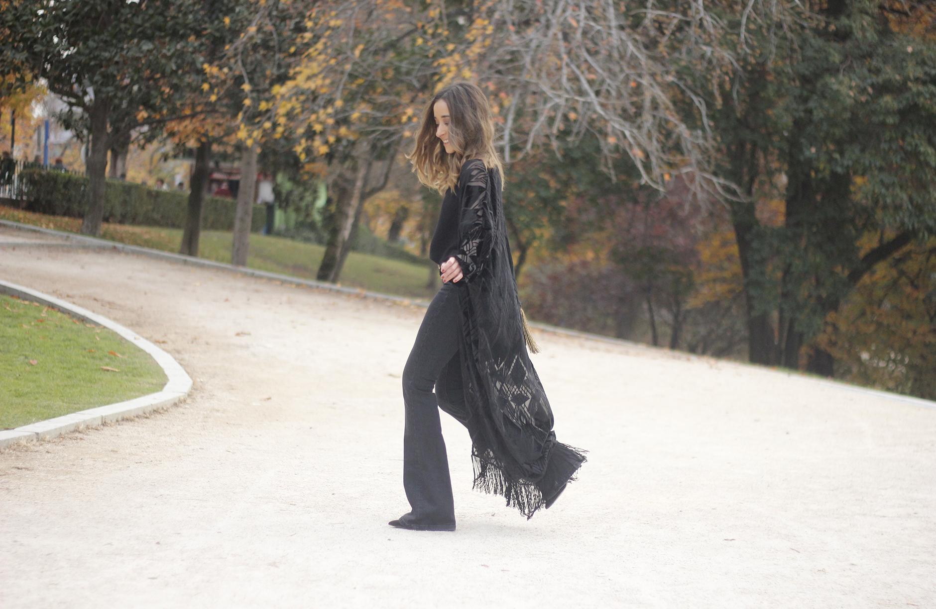 Black Kimono Black flared jeans outfit04
