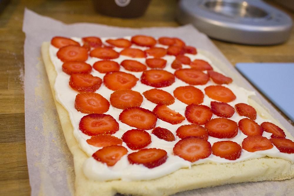 strawberry-swiss-roll-kenwood-baking-class