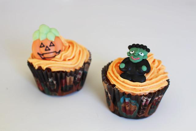 2 cupcakes