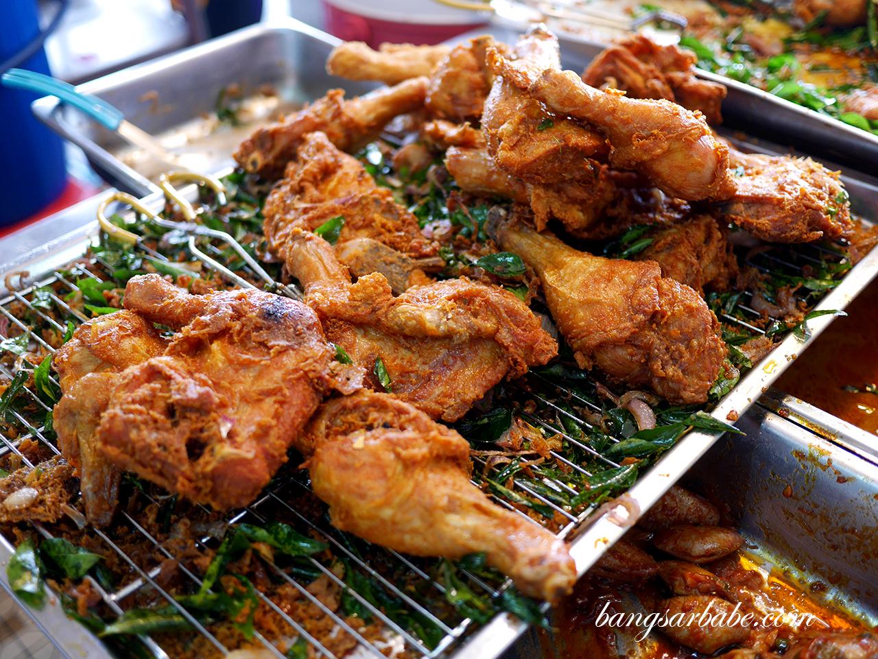 Freshly fried chicken (3)